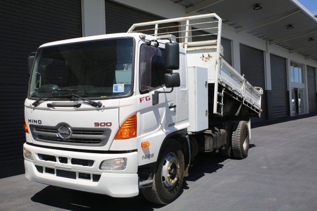 2011 Hino FG 1628-500 Series EX-COUNCIL White