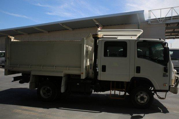2011 Isuzu NPS300 4X4 / LOW KILOMETRES White