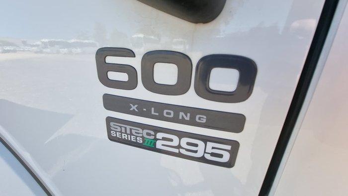 2014 ISUZU FRR 600 WHITE