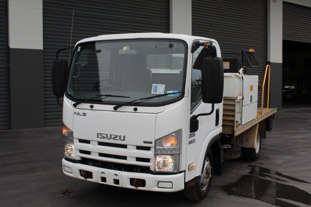 2010 Isuzu NLS 200 CABLE WINCH WHITE