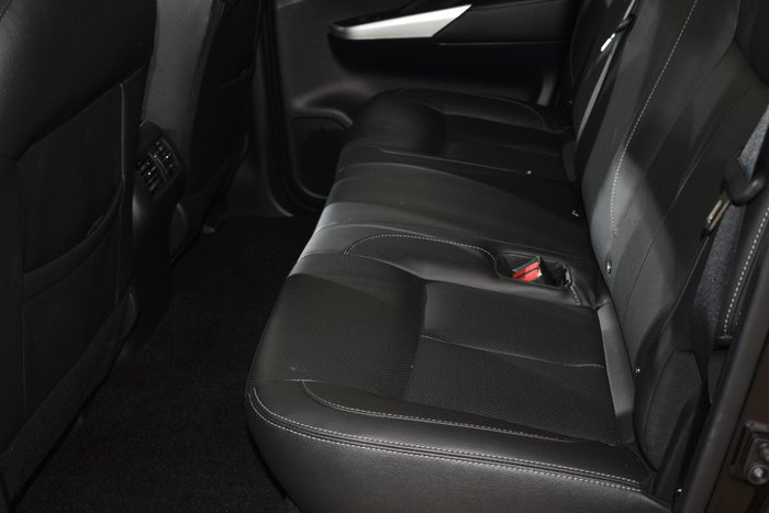 2018 Nissan Navara ST-X D23 Series 3 4X4 Dual Range Cosmic Black