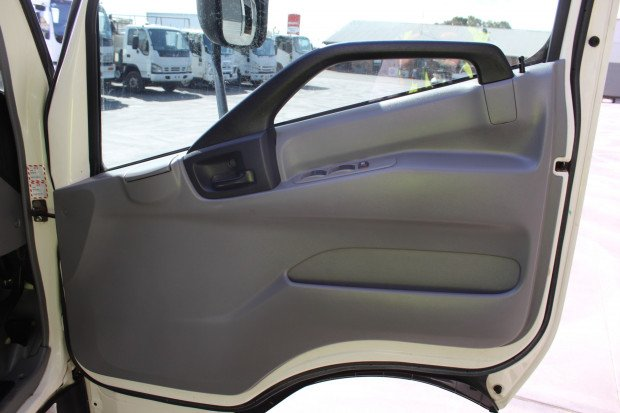 2011 Hino 917 - 300 Series EX-COUNCIL / LOW KM'S WHITE