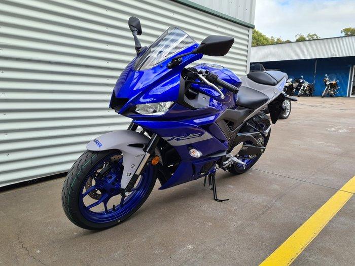 2021 Yamaha YZF-R3 R3 Icon Blue; Matt Black or Electric Teal