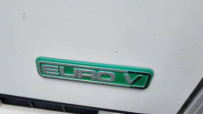 2014 ISUZU FRR500 White