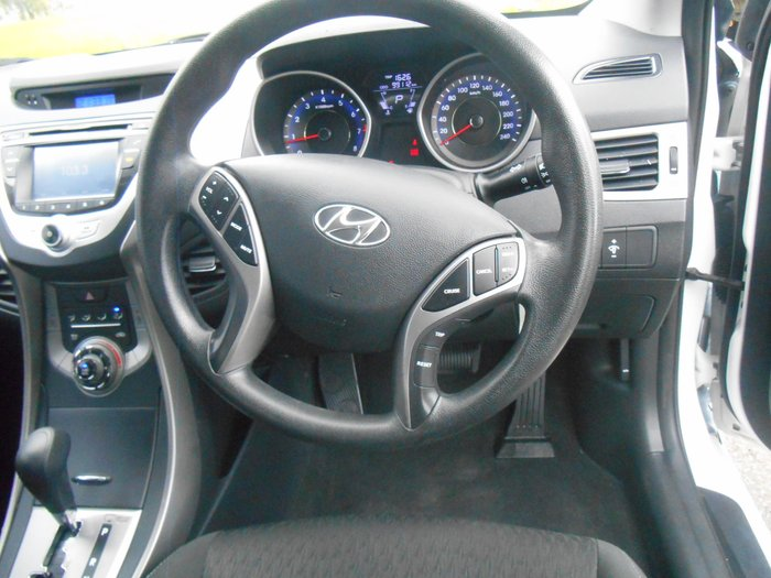 2012 Hyundai Elantra Active MD White