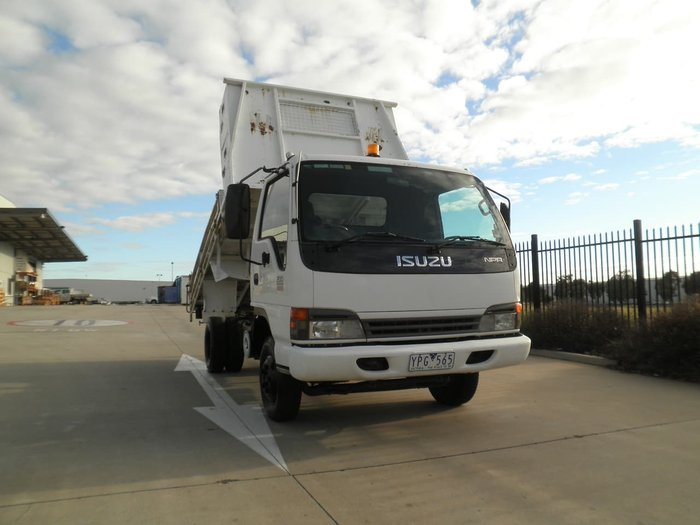 2003 ISUZU NPR200 TIPPER WHITE