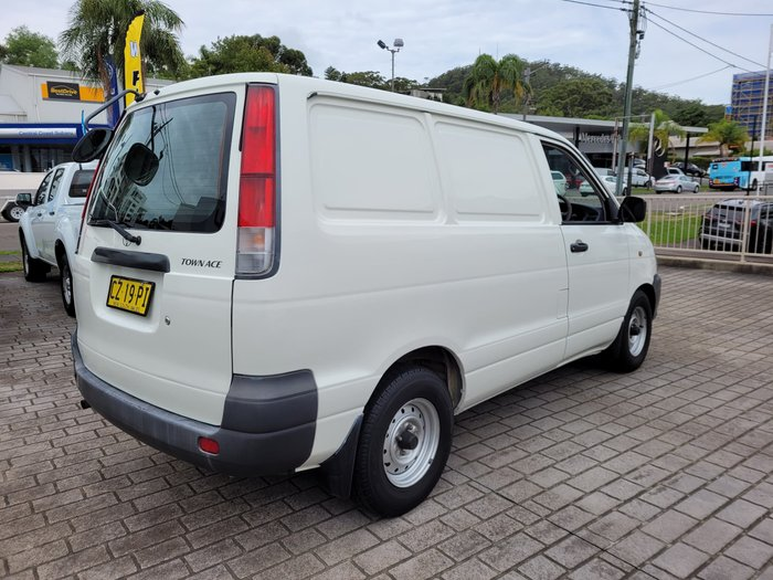 2000 Toyota Townace KR42R French Vanilla