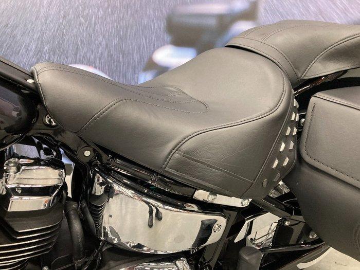 2021 Harley-davidson 2021 FLHC HERITAGE CLASSIC 107 CRUISER Black