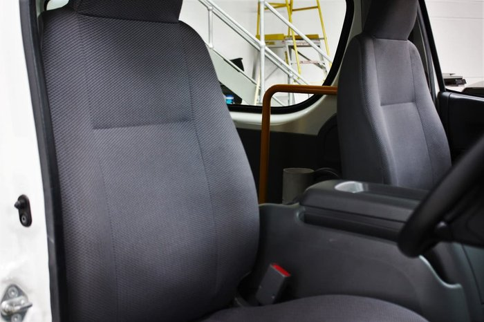 2010 Toyota Hiace Commuter TRH223R MY10 White