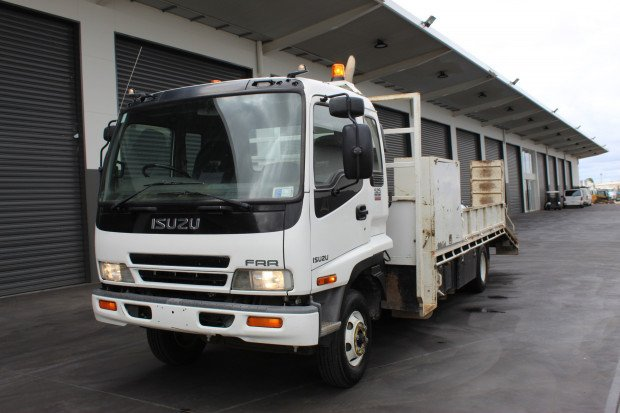 2005 Isuzu FRR525 LOW KILOMETRES WHITE