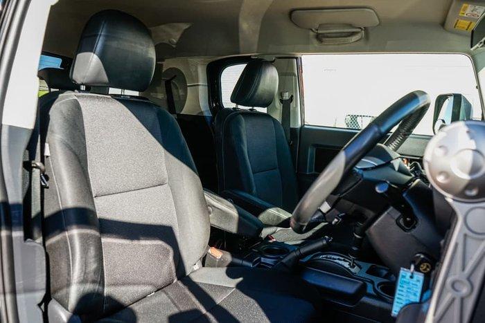 2013 Toyota FJ Cruiser GSJ15R 4X4 Dual Range French Vanilla