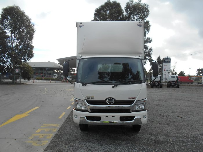 2016 HINO 2016 HINO 921 XX LONG 300 SERIES 10 PALLET WHITE
