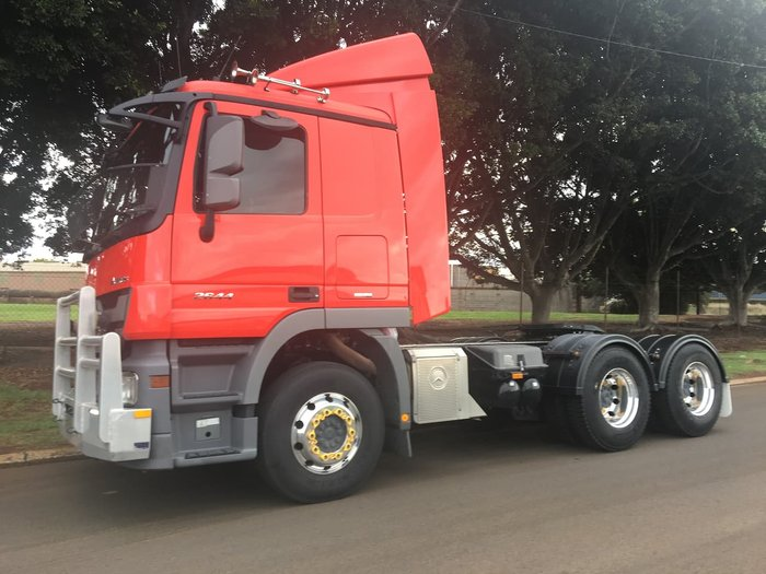 2017 MERCEDES-BENZ 2644, LOW ROOF SLEEPER CAB RED