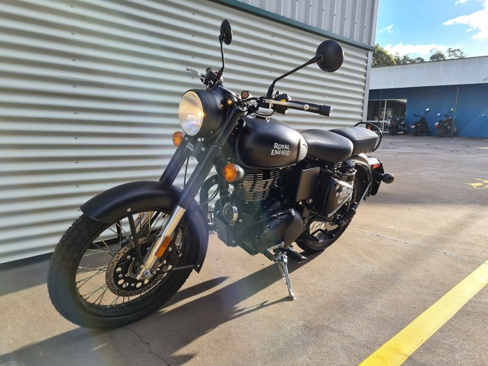 2021 Royal Enfield Classic 500 Classic Classic Black; Battle Green; Desert Storm or Squadron Blue
