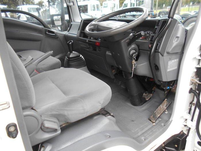 2009 ISUZU NLR 200 White
