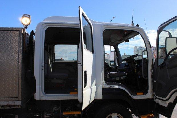2010 Isuzu FRR500 LOW KILOMETRES WHITE