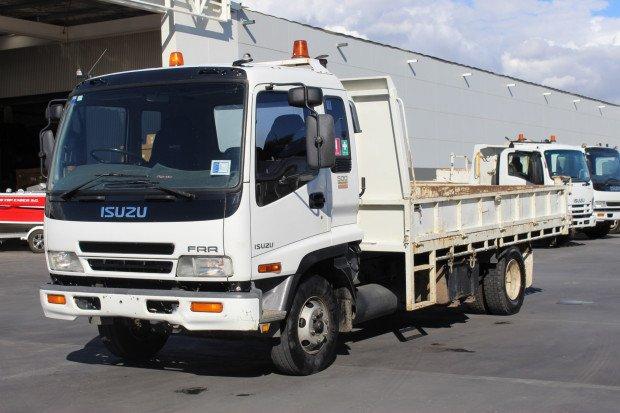 2004 Isuzu FRR500 FRR 500 WHITE