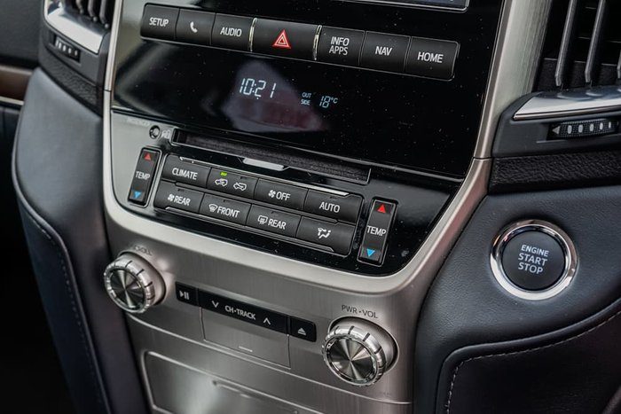 2020 Toyota Landcruiser Sahara VDJ200R 4X4 Dual Range Crystal Pearl