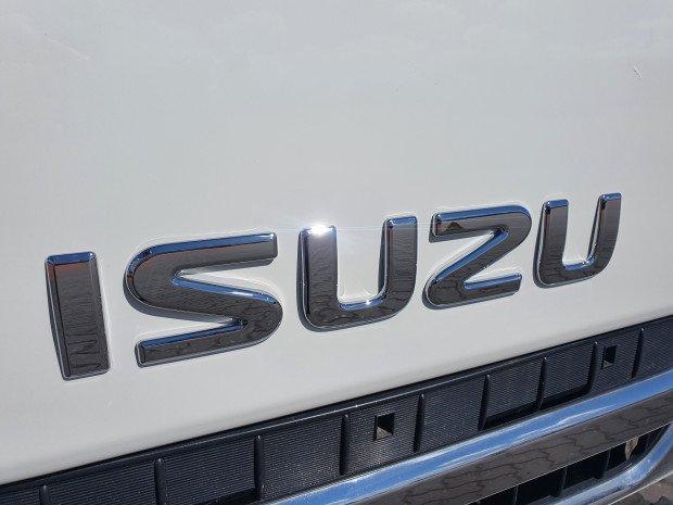 2017 Isuzu NPR 75-190 4 Ton Service Body/Tail Lift