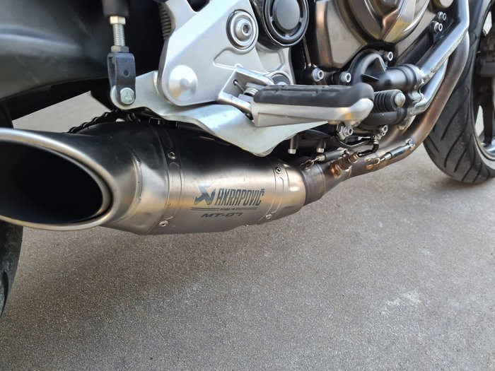 2016 Yamaha MT-07 LAMS MT Night Fluo; Race Blu; Matt Grey or Lava Red