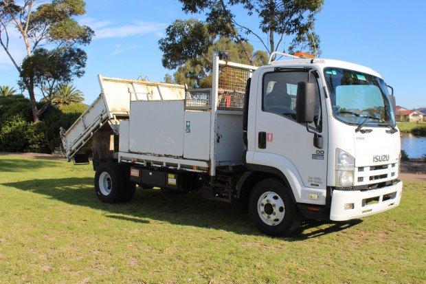 2011 Isuzu FRR500 SERVICE TIPPER WHITE