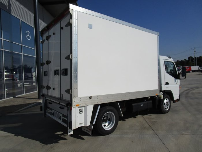 2017 FUSO CANTER WHITE