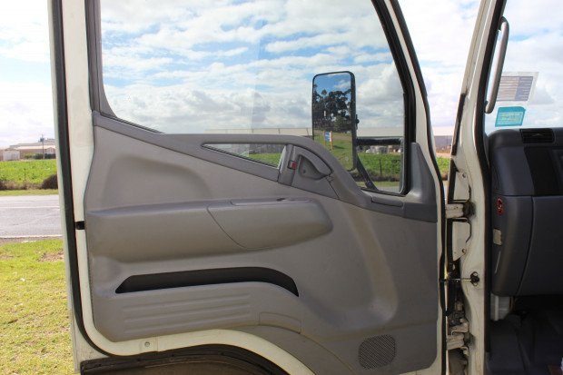 2009 Mitsubishi Canter CANTER 3.5 WHITE