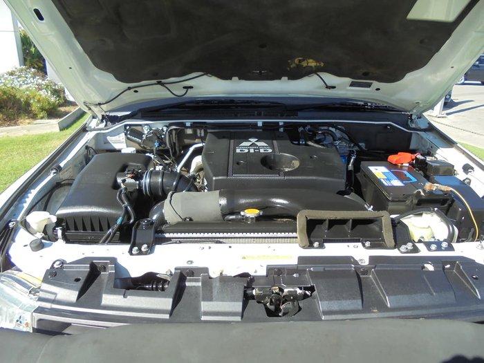 2007 Mitsubishi Pajero Exceed NS 4X4 White