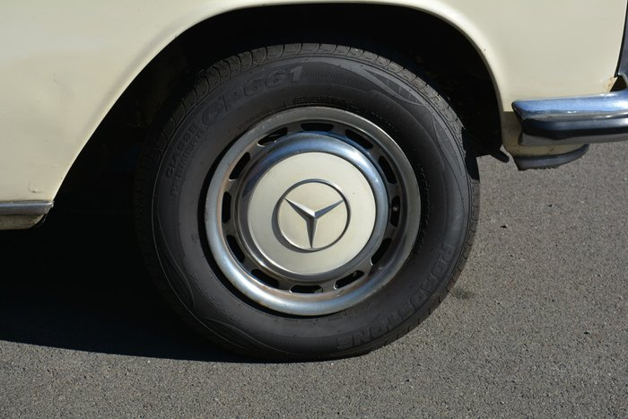 1968 Mercedes-Benz 200 W110 S2 White