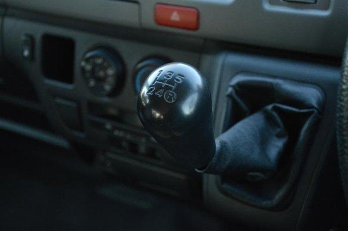 2006 Toyota Hiace Commuter TRH223R French Vanilla