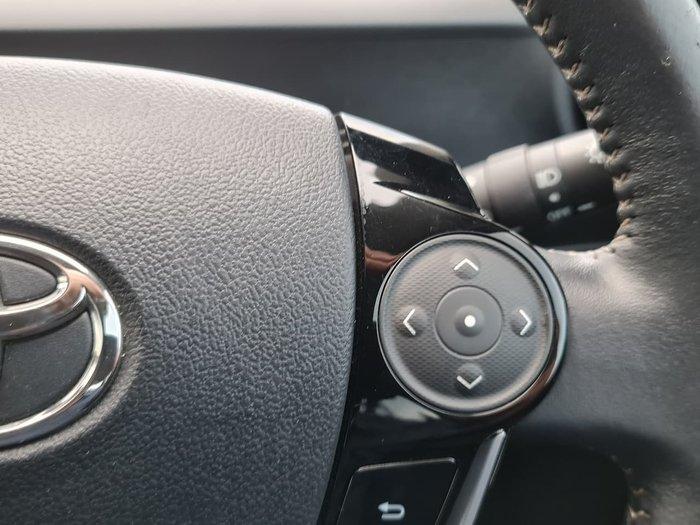 2017 Toyota Prius C NHP10R Grey