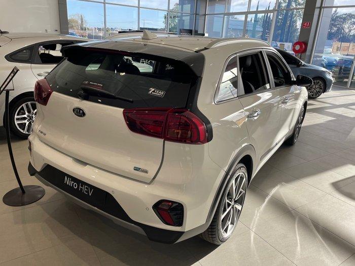 2021 Kia Niro Hybrid Sport DE Clear White