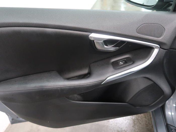 2016 Volvo V40 D4 Inscription MY17 Osmium Grey