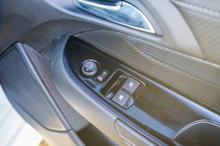 2017 Holden Ute SV6 VF Series II MY17 Heron White