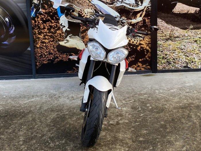 2013 Triumph STREET TRIPLE WHITE