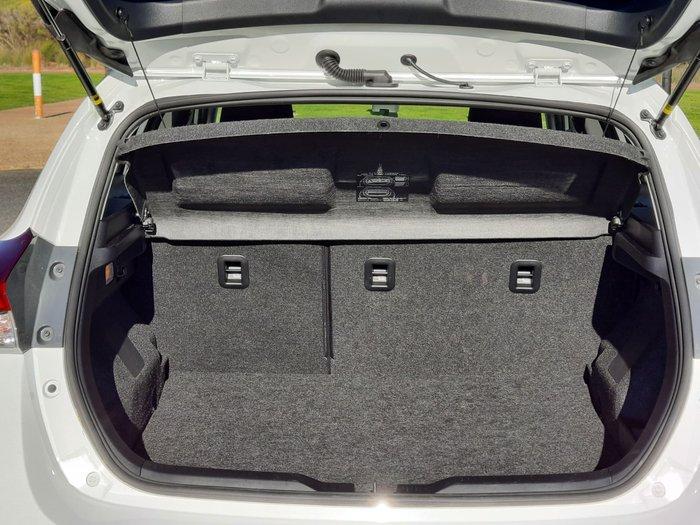 2018 Toyota Corolla Hybrid ZWE186R Crystal Pearl