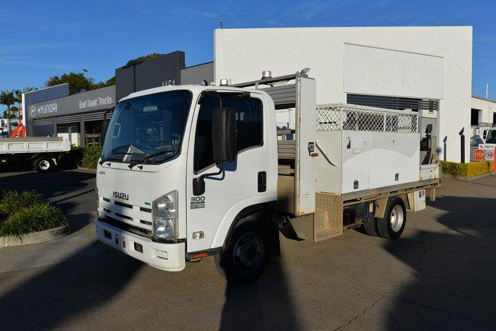 2011 ISUZU NPR 300 WHITE