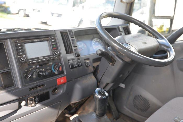 2012 ISUZU NPR 400 WHITE
