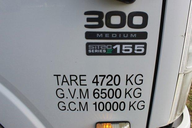 2011 Isuzu NPR300 LOW KILOMETRES WHITE