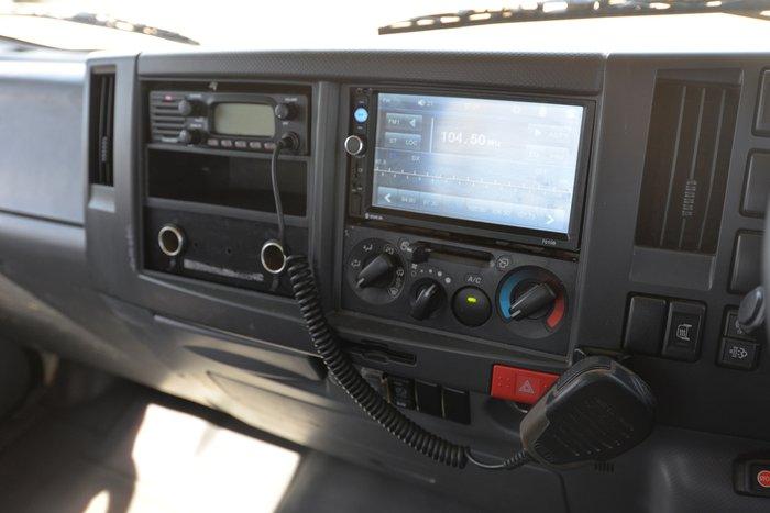 2010 ISUZU NPR 400 WHITE