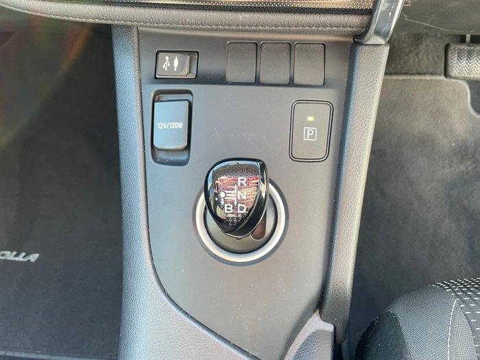 2017 Toyota Corolla Hybrid ZWE186R Crystal Pearl