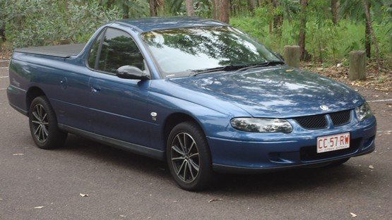 2001 HOLDEN COMMODORE