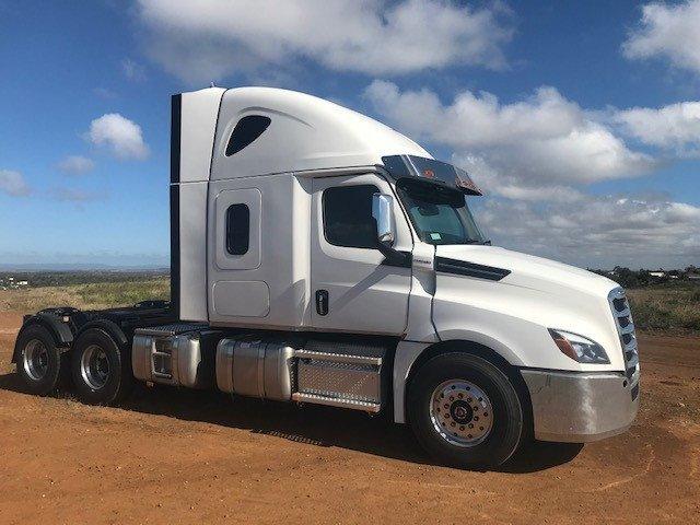 2021 Freightliner Cascadia 126 White