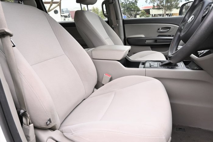 2017 Kia Carnival S YP MY17 Clear White