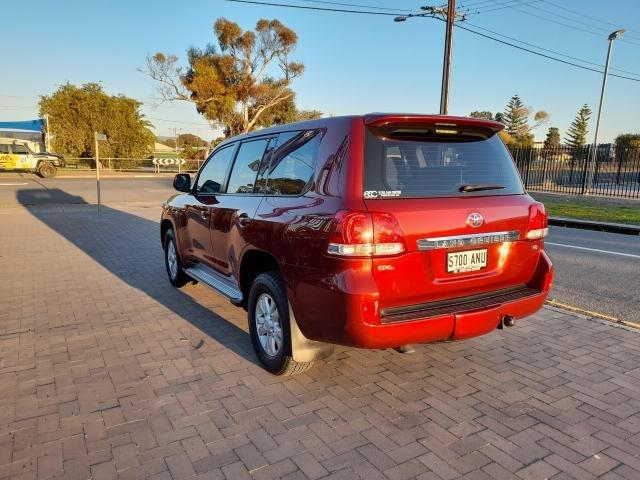 2011 Toyota Landcruiser 2011 Toyota LANDCRUISER GXL (4x4) AUTO 4D WAGON DTV8 DIESEL Red