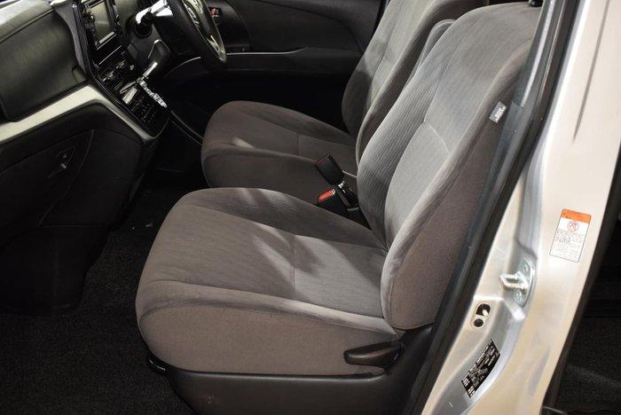 2017 Toyota Tarago GLi ACR50R Silver Pearl