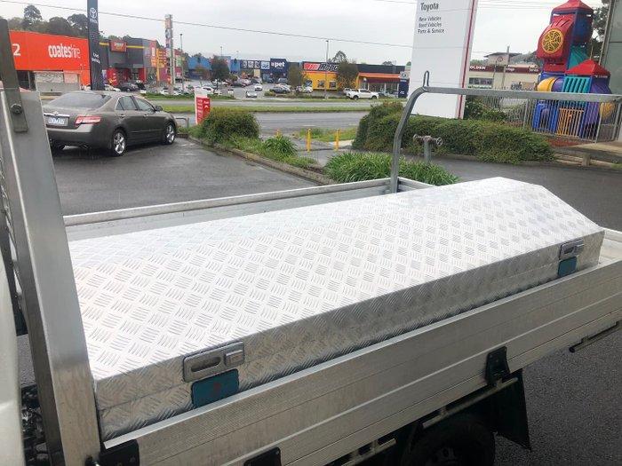 2017 Toyota Hilux Workmate TGN121R Glacier White