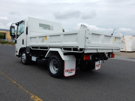 2017 Isuzu NLR 45-150 MANUAL TIPPER