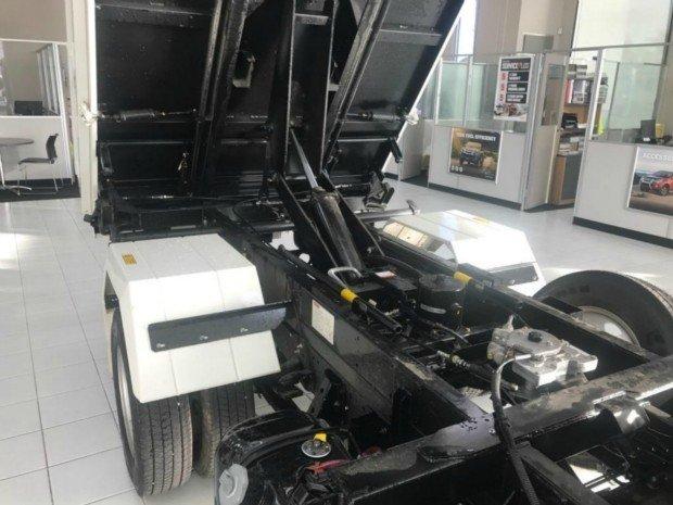 2017 Isuzu NLR 55-150 Tri-Tipper