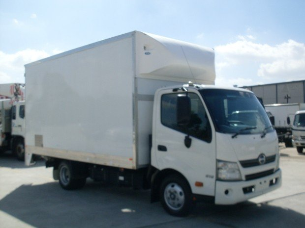 2013 Hino 616 - 300 Series 616 automatic transmission WHITE